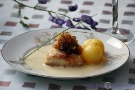 Stekt torsk med smörstekt lök och rabarber