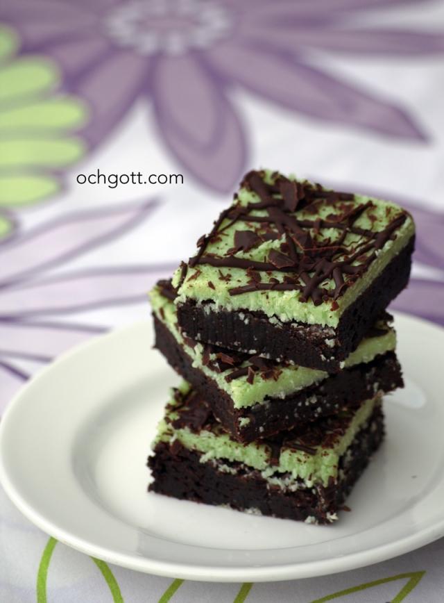 Brownies med kokos- och minttäcke