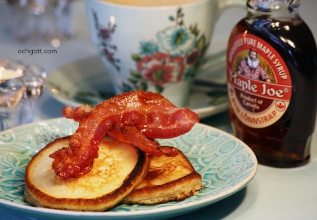 Fluffiga minipannkakor med bacon och lönnsirap