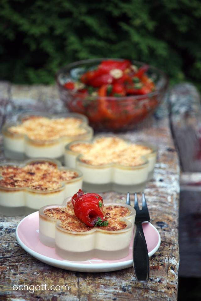 Parmesanbrûlée med paprikasallad