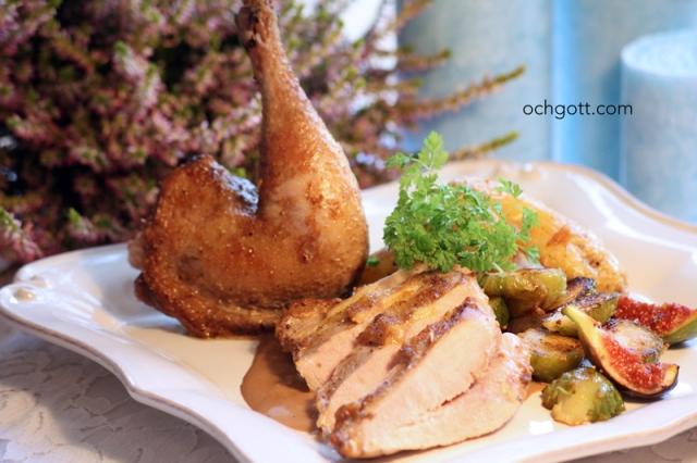 Fasan med svartpepparsås och smörstekt brysselkål och fikon - Foto: Britt-Marie Knutsson