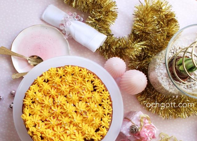 Vit citronkladdkaka med saffransfluff - Foto: Britt-Marie Knutsson