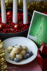 Vit chokladtryffel med torkade blåbär