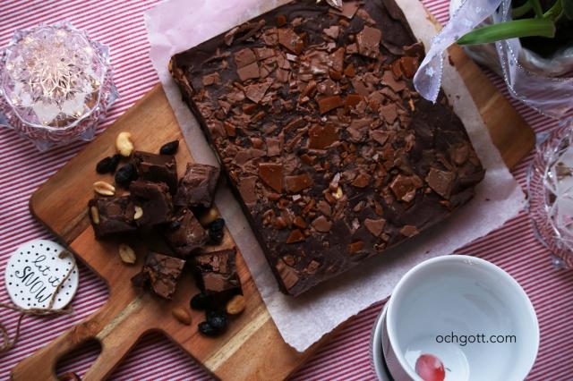 Chokladfudge med jordnötter, russin och dajm - Foto: Britt-Marie Knutsson