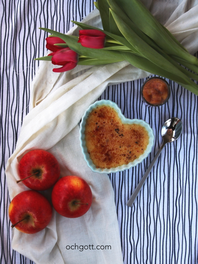 Calvados-crème brûlée med kanelstekta äpplen - Foto: Britt-Marie Knutsson