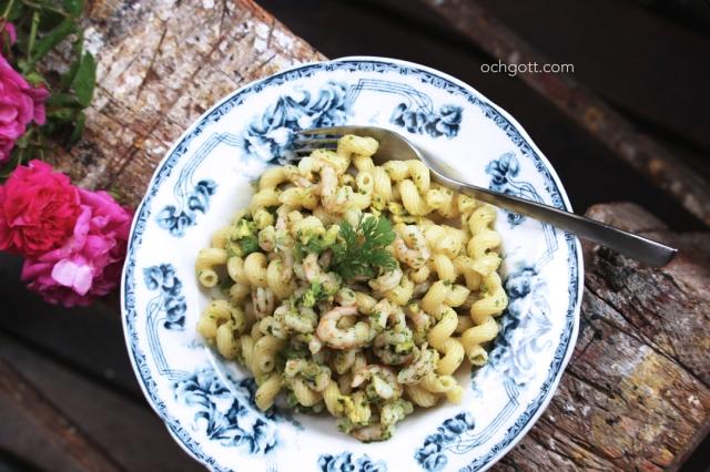 Pasta med räkor, koriandergremolata och avokado - Foto: Britt-Marie Knutsson