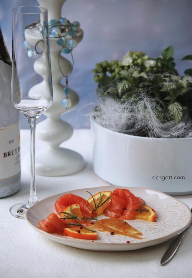 Gravad lax med apelsin, rosépeppar och rosmarin - Foto: Britt-Marie Knutsson